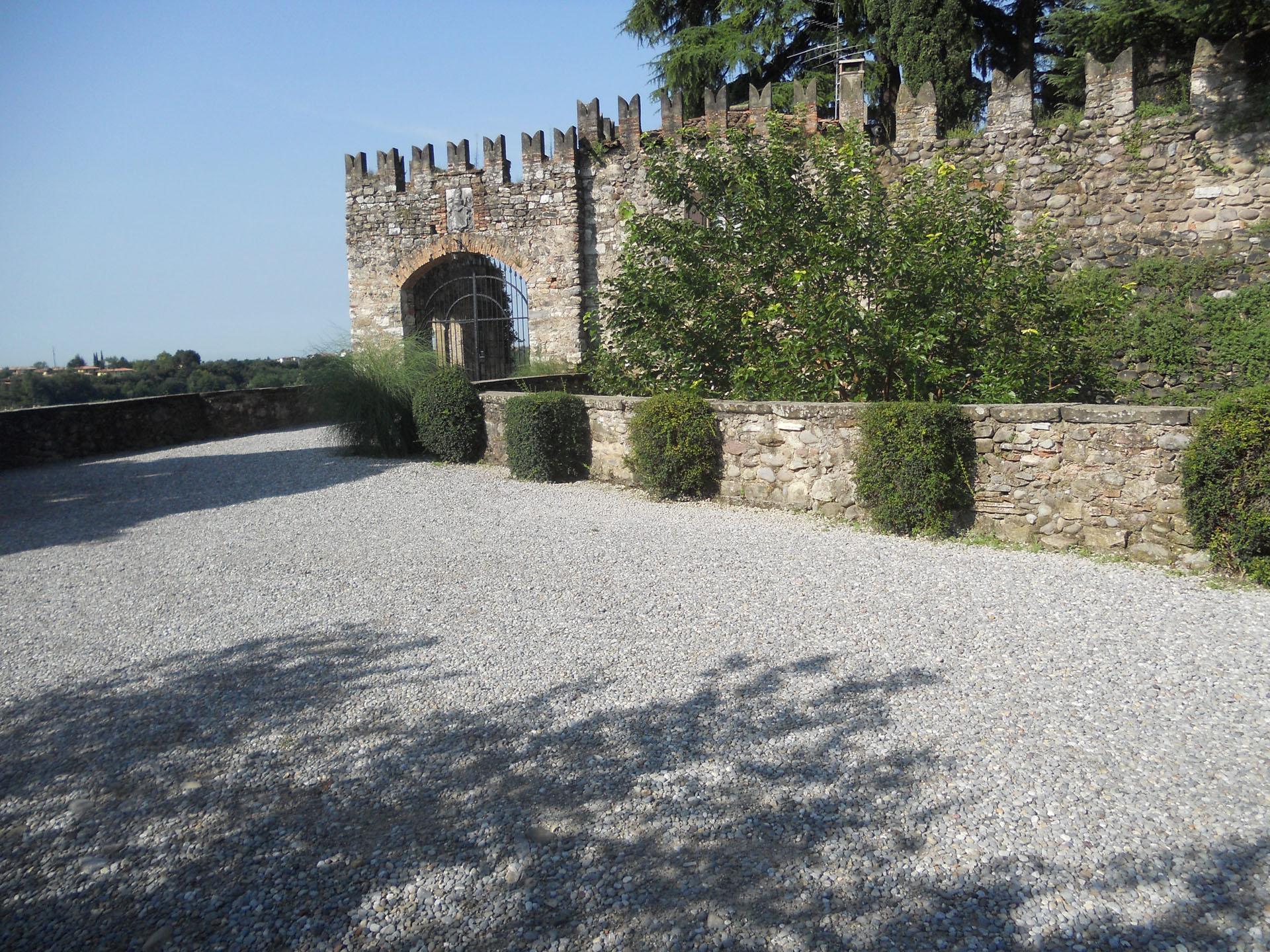 <p>il secondo accesso al castello</p>