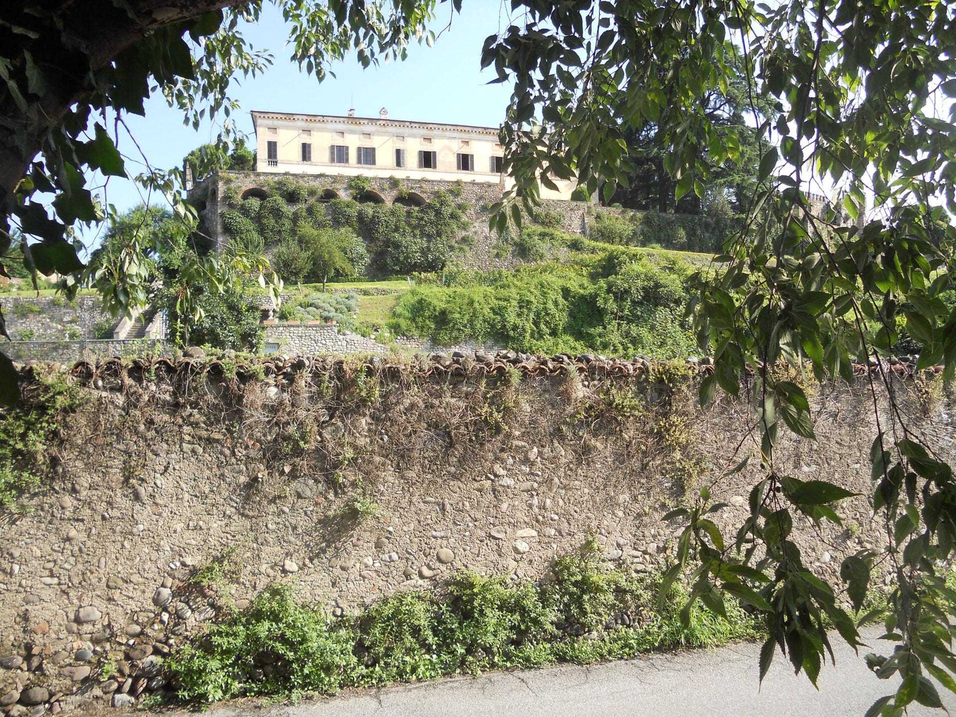 <p>castello di Bornato</p>